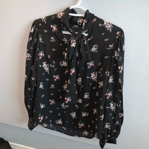 Long sleeves flowery top with bow around neckline